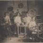 L'obrador de la pastisseria als seus inicis l'any 1929,amb l'Arcadi Viñas en primer terme fent neules.